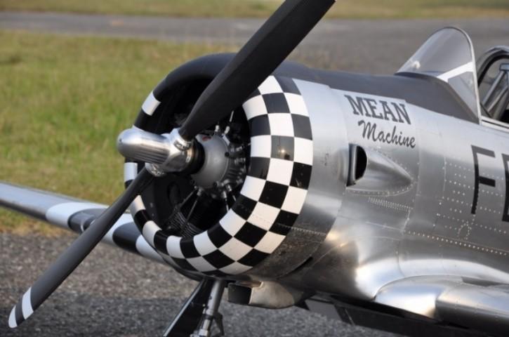 2-Blatt Scale-Propeller mit Spinner für CARF AT-6